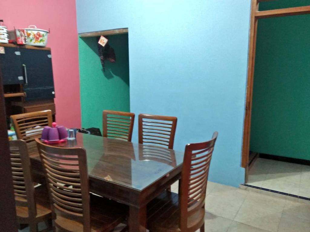 Ruang makan di guest house
