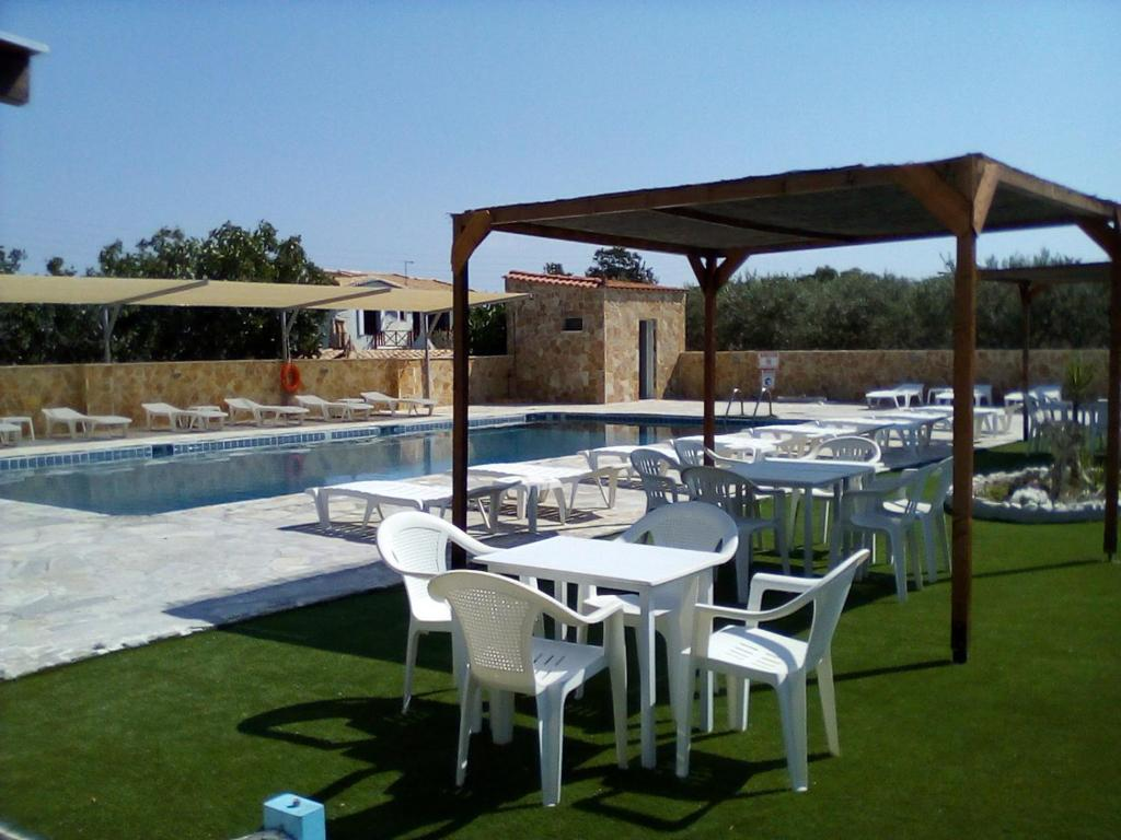 The swimming pool at or close to Golden Beach Hotel