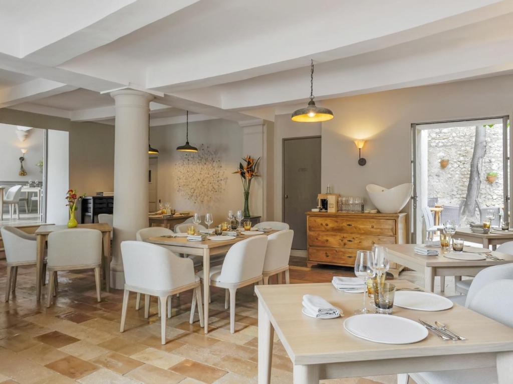 Hotel Maison Hache Eygalières France Booking Com