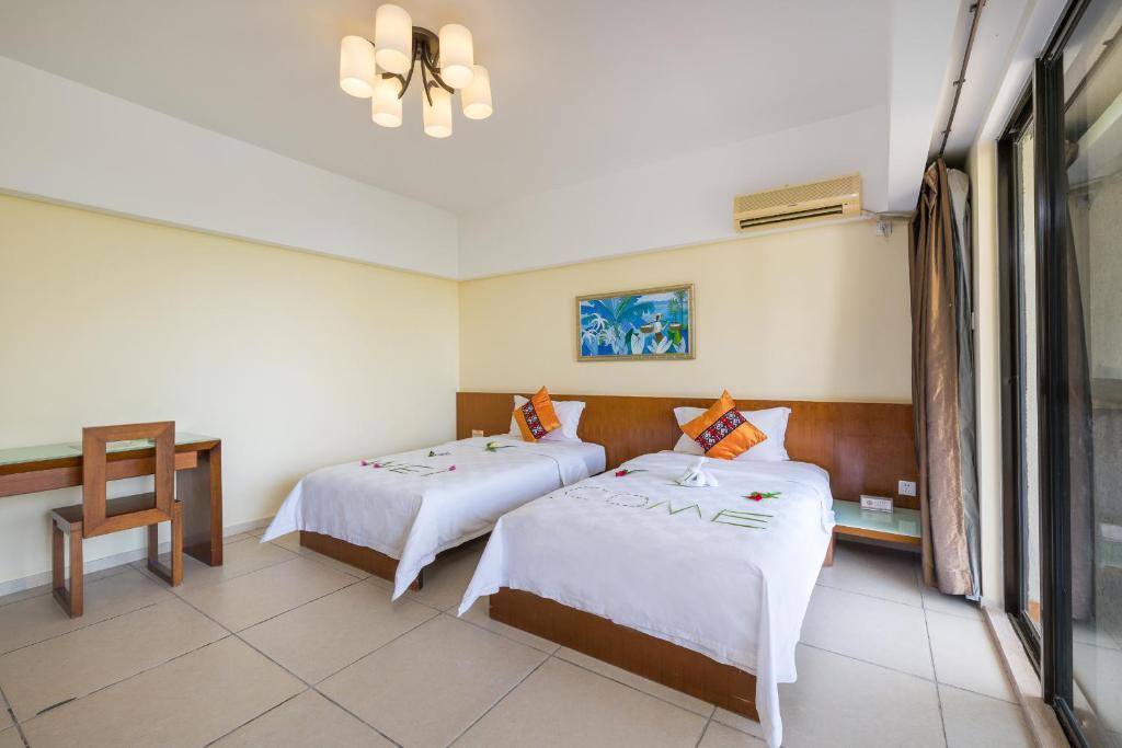 Кровать или кровати в номере Sanya Yuhai International Resort