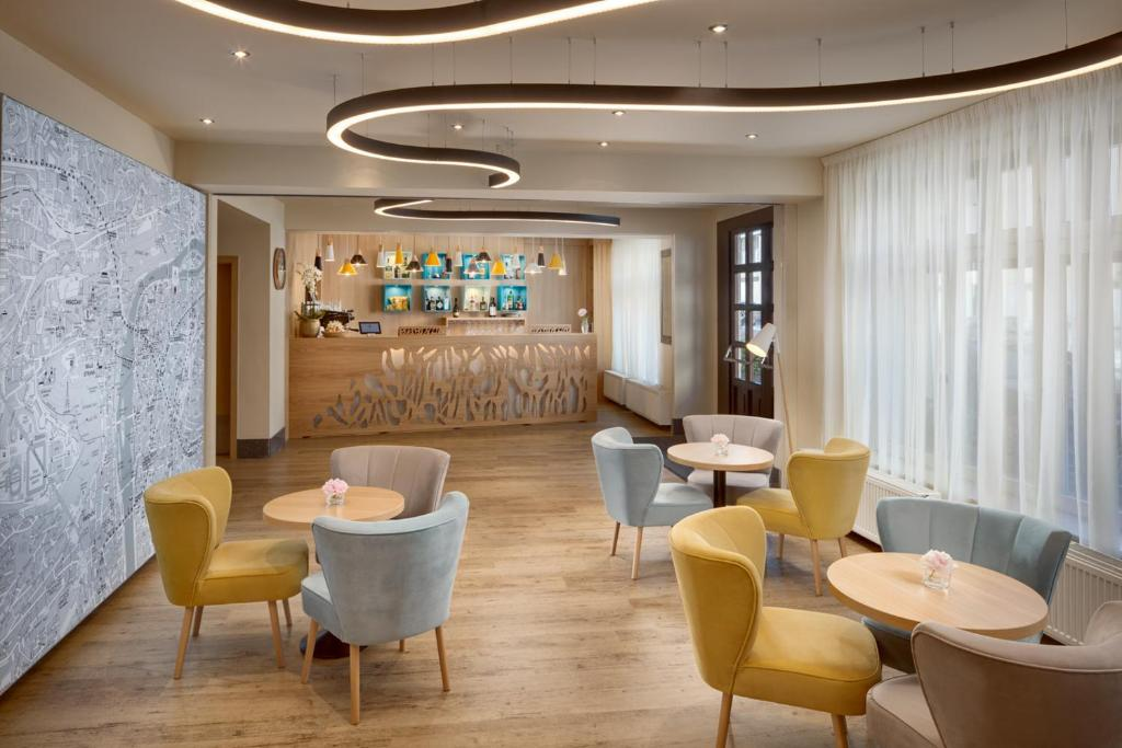 The lounge or bar area at Hotel Clement