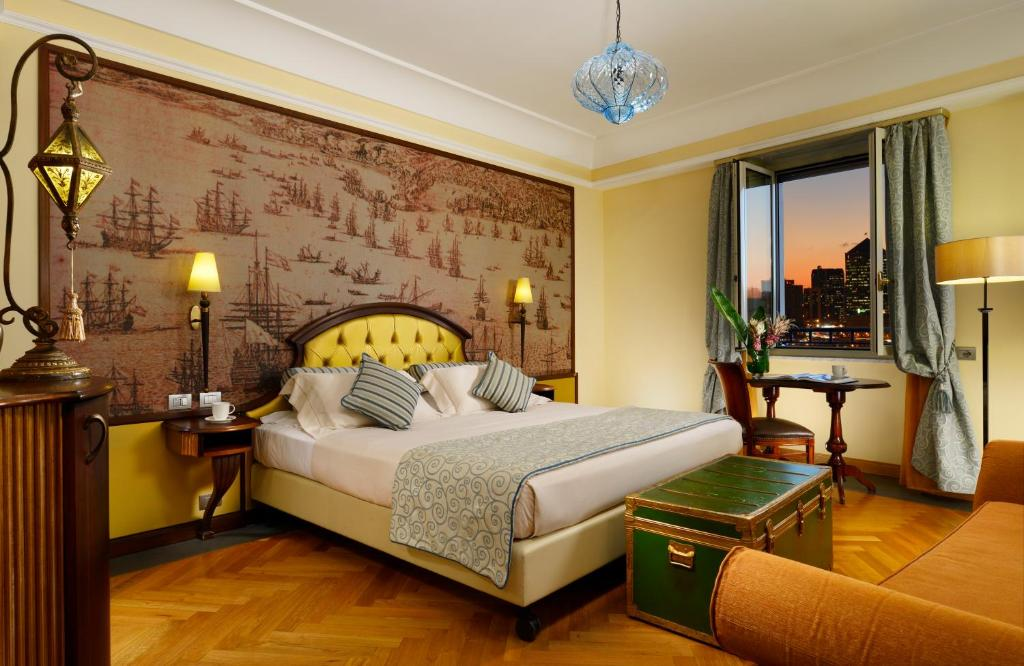 سرير أو أسرّة في غرفة في فندق غراند سافويا