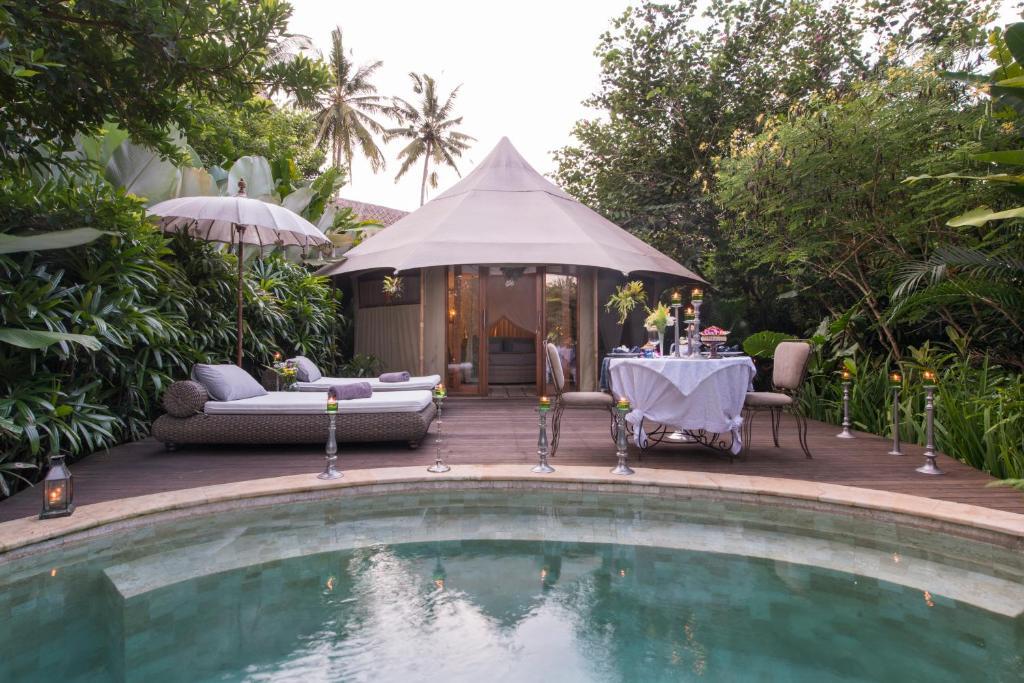 A piscina localizada em Sandat Glamping Tents ou nos arredores
