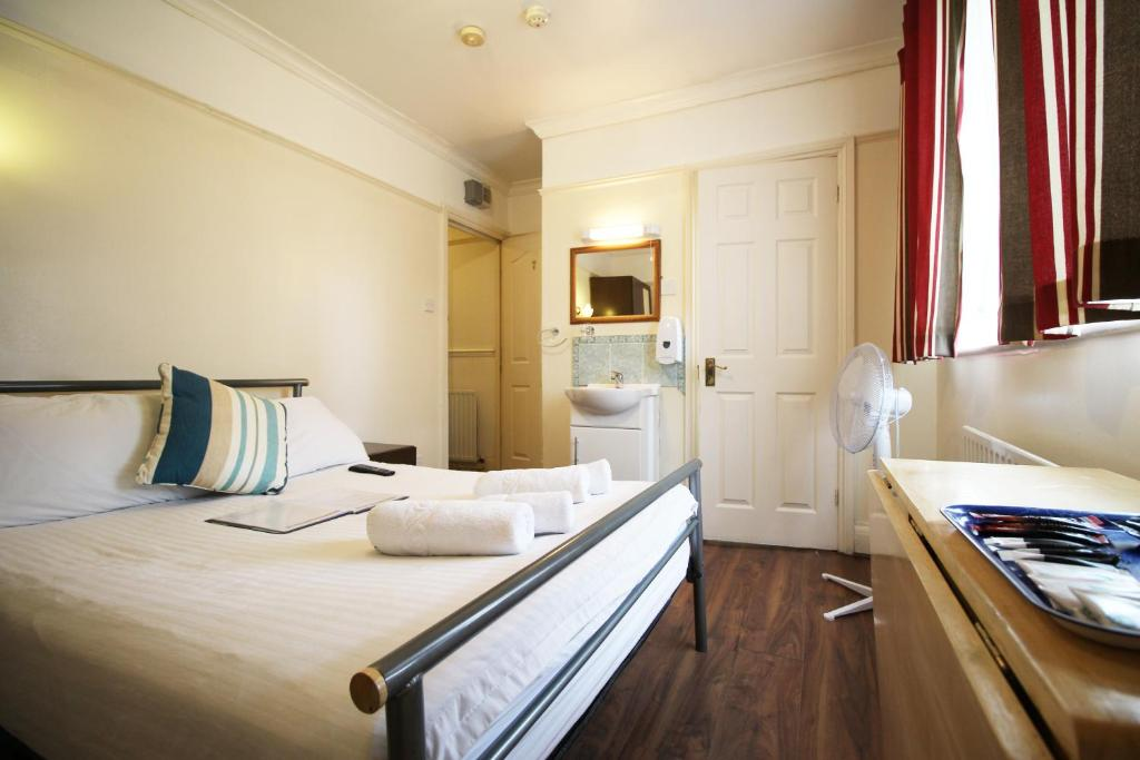 A bed or beds in a room at Flexistay Norbury ApartHotel