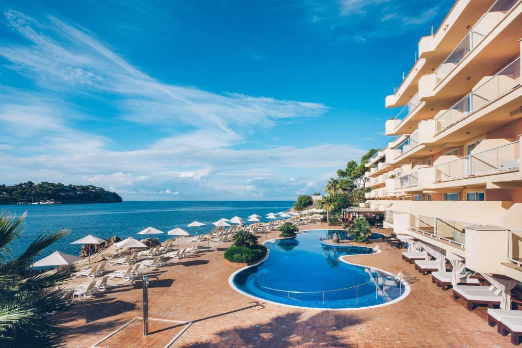Het zwembad bij of vlak bij Iberostar Jardín del Sol Suites - Adults Only