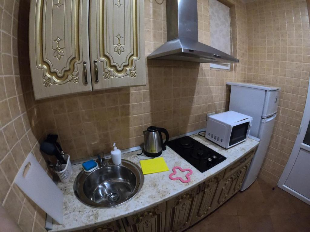 Кухня или мини-кухня в Гостевой Дом Август