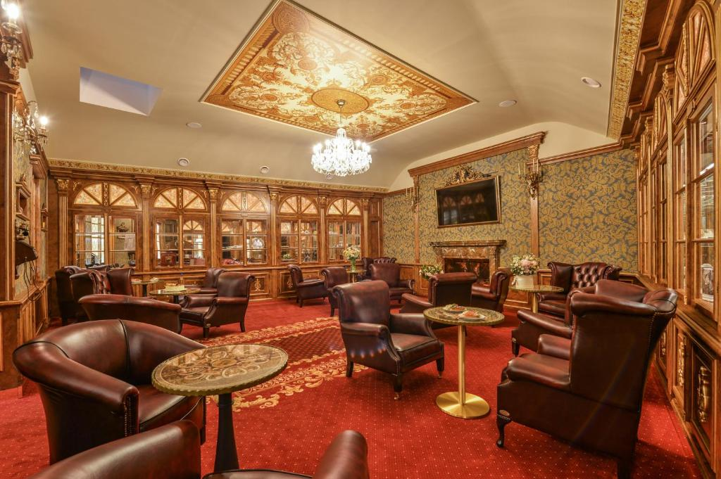 The lounge or bar area at Hotel Hastal Prague Old Town