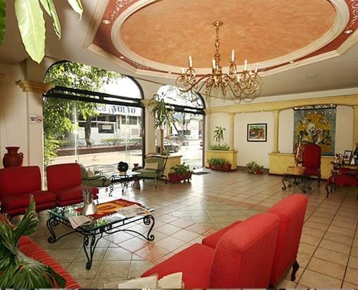 El vestíbulo o zona de recepción de Hotel Calenda