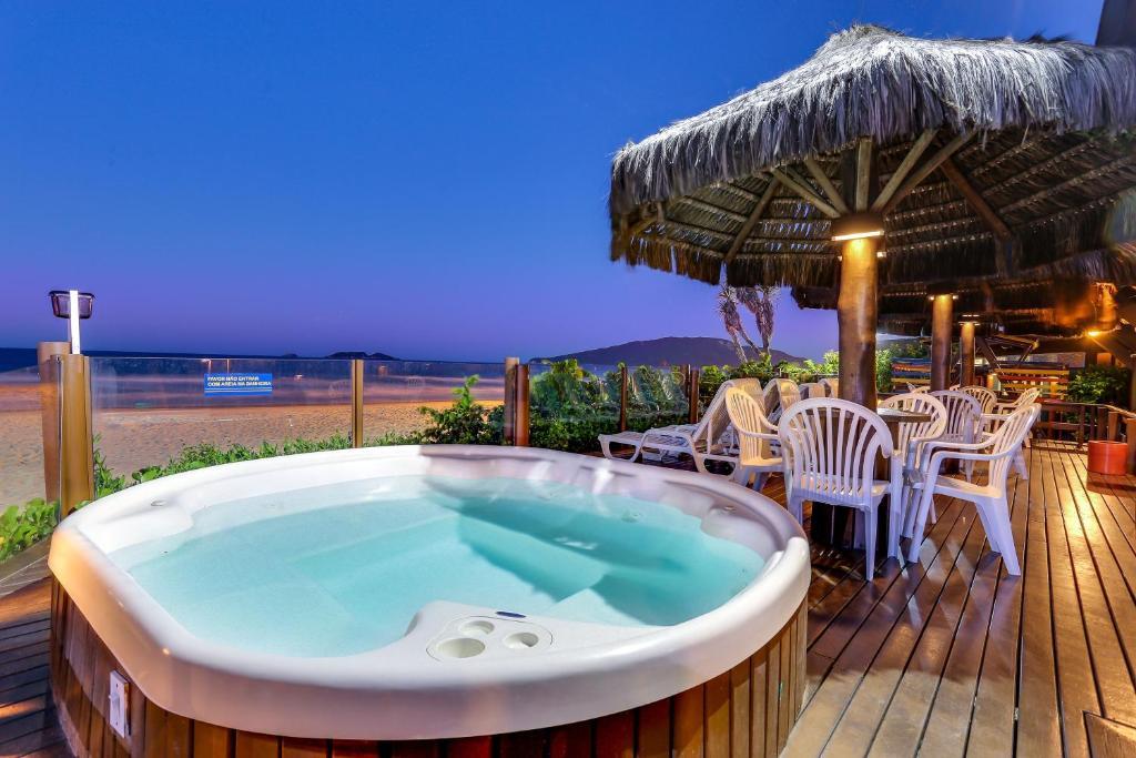 A piscina localizada em Costa Norte Ingleses Hotel ou nos arredores