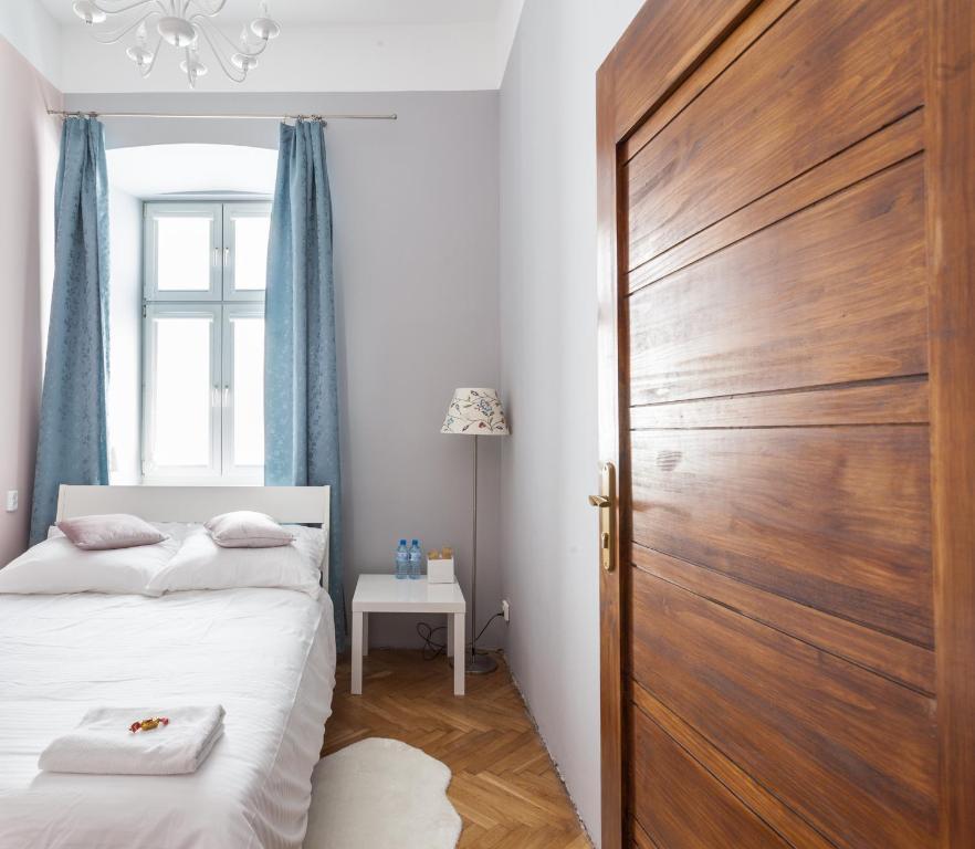 Posteľ alebo postele v izbe v ubytovaní Violet Rooms Kazimierz Old Town