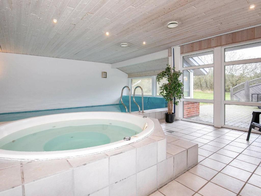 Five-Bedroom Holiday home in Ringkøbing 2
