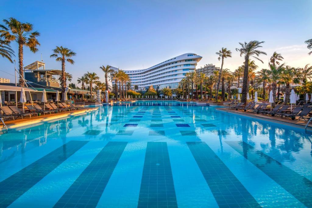 Het zwembad bij of vlak bij Concorde De Luxe Resort - Ultra All Inclusive