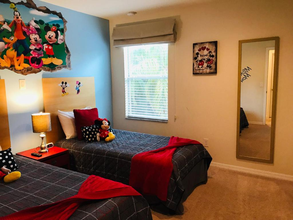 A bed or beds in a room at A Beautiful, 2 Bedroom Villa, close to Disney