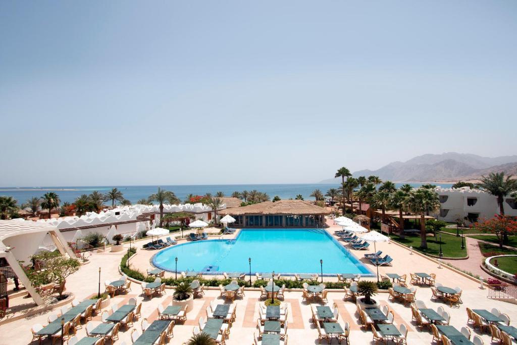 Вид на бассейн в Swiss Inn Resort Dahab или окрестностях