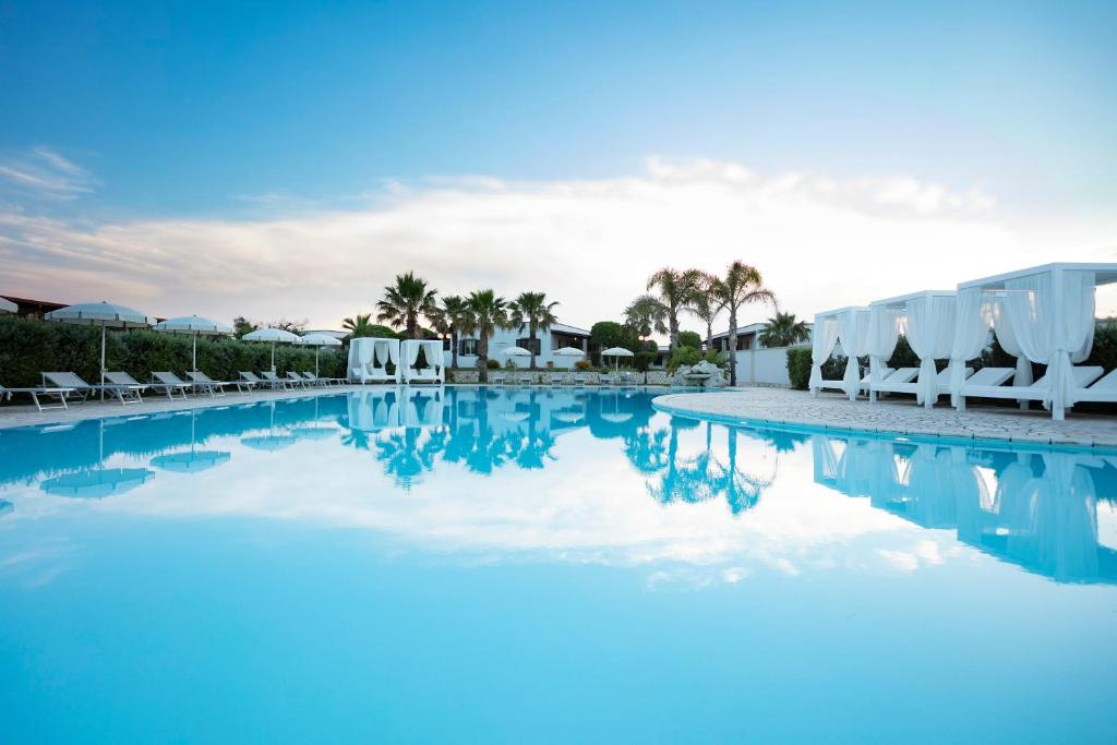 The swimming pool at or near Hotel Resort Mulino a Vento