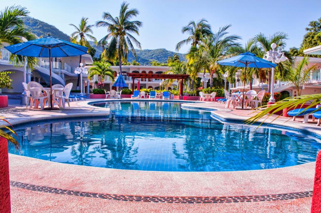 Piscina de la sau aproape de Hotel Costa Azul