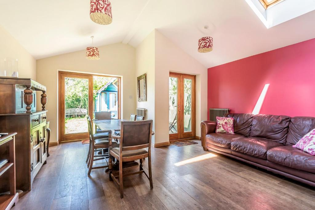 A seating area at Lovely Three Bedroomed House, Parking 2 Cars