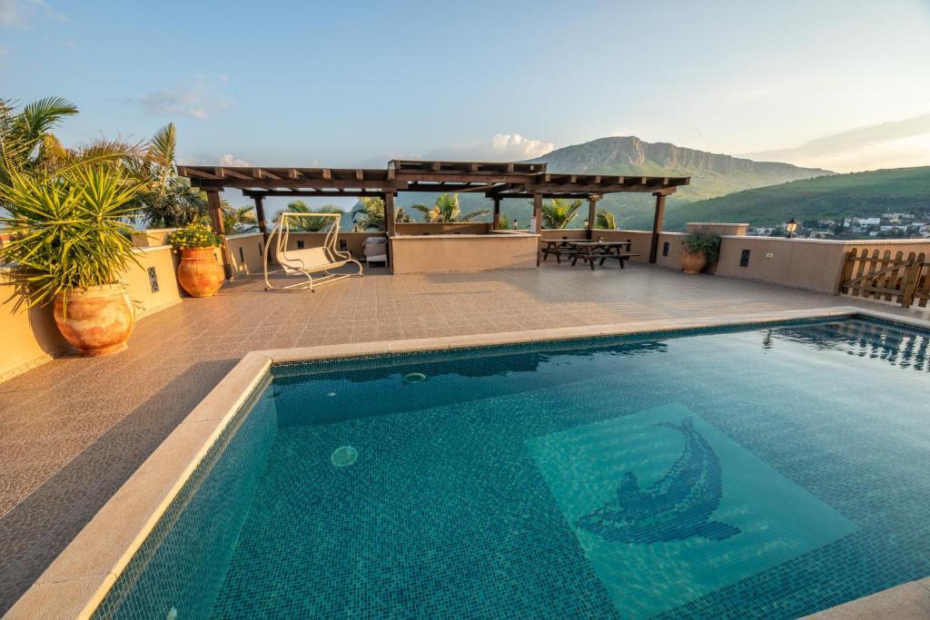 בריכת השחייה שנמצאת ב-Migdalia Lifestyle Center או באזור