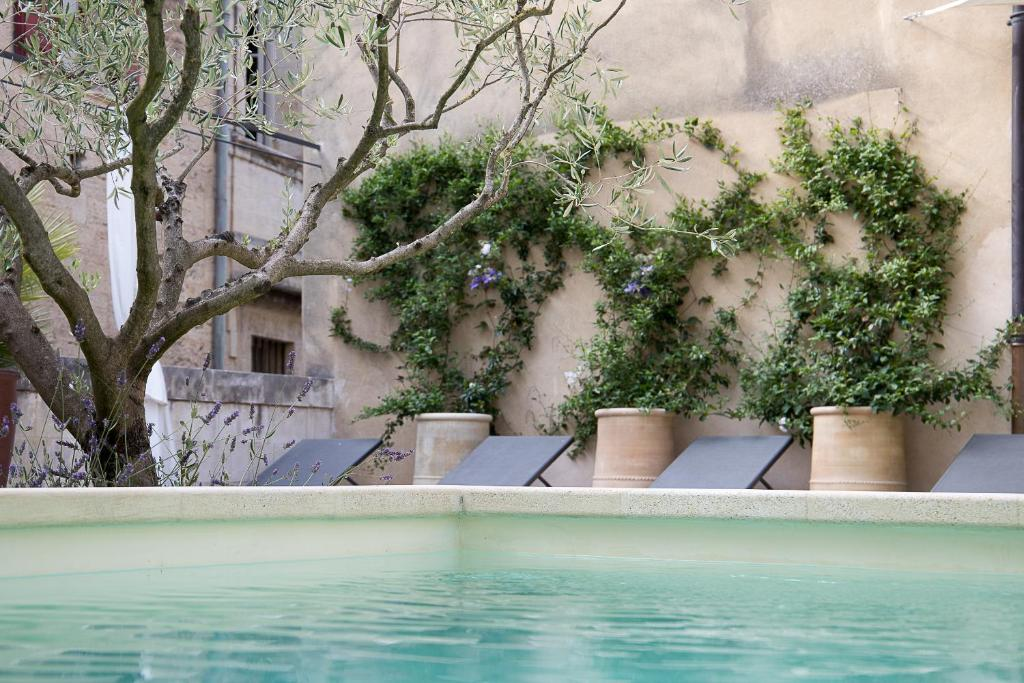 The swimming pool at or close to Les Terrasses