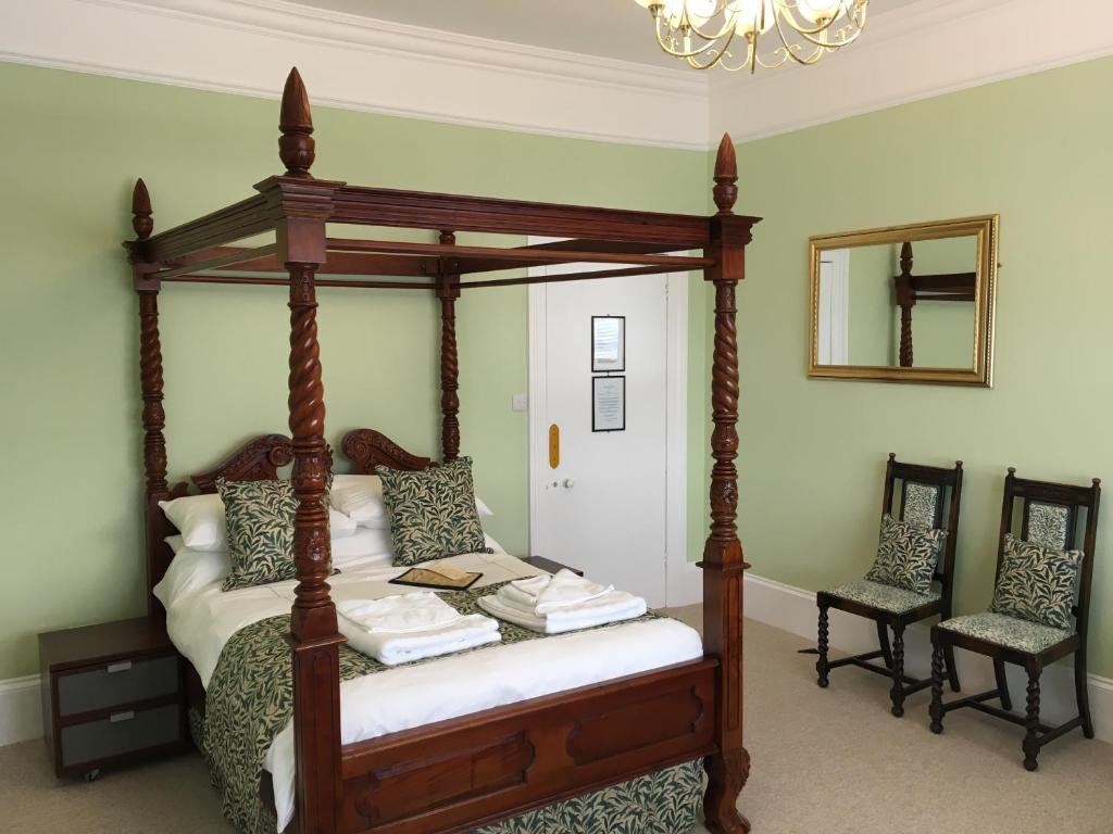 A bed or beds in a room at The Snowdon House