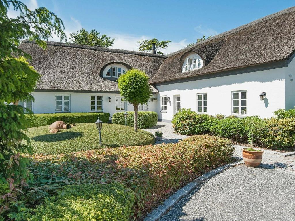 Five-Bedroom Holiday home in Bramming