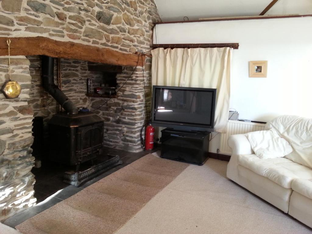 A television and/or entertainment center at Horseshoe Pass Holiday Lets