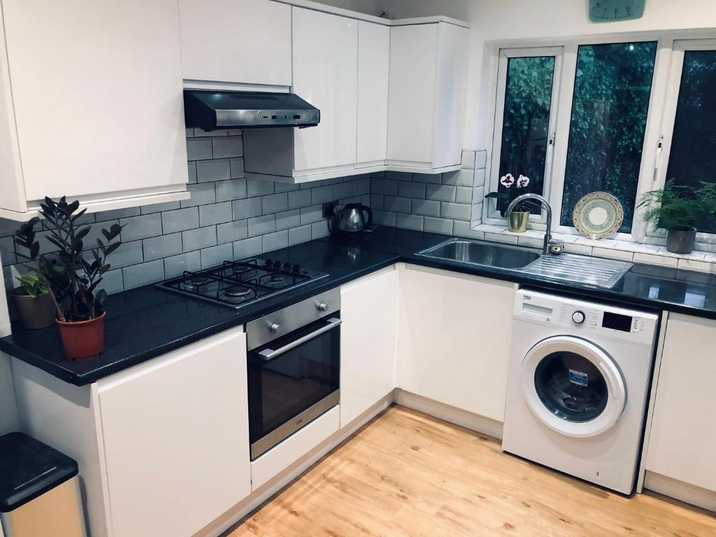 A kitchen or kitchenette at Dudley Road