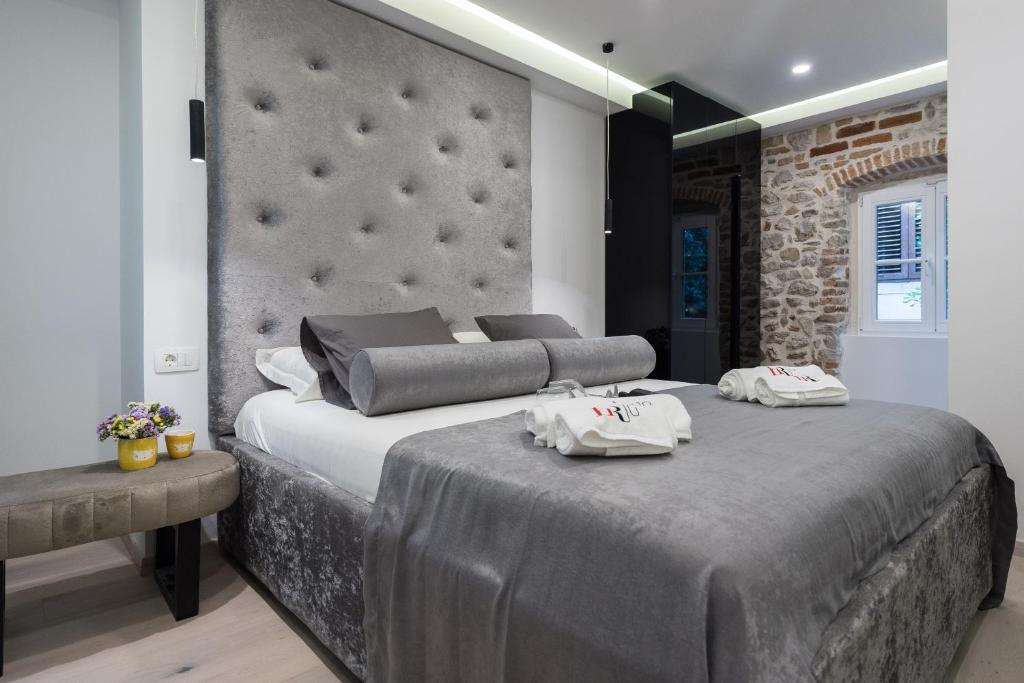 A bed or beds in a room at 10 Heritage Rooms