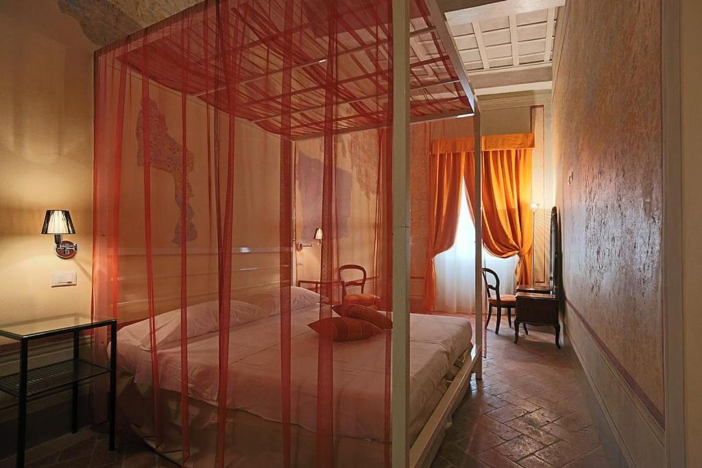 A bed or beds in a room at Uffizi Harmony