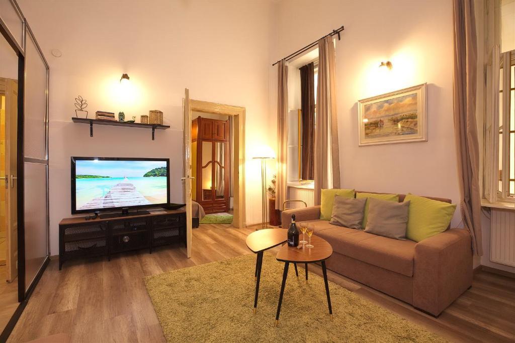 Télévision ou salle de divertissement dans l'établissement Kahwa Apartments