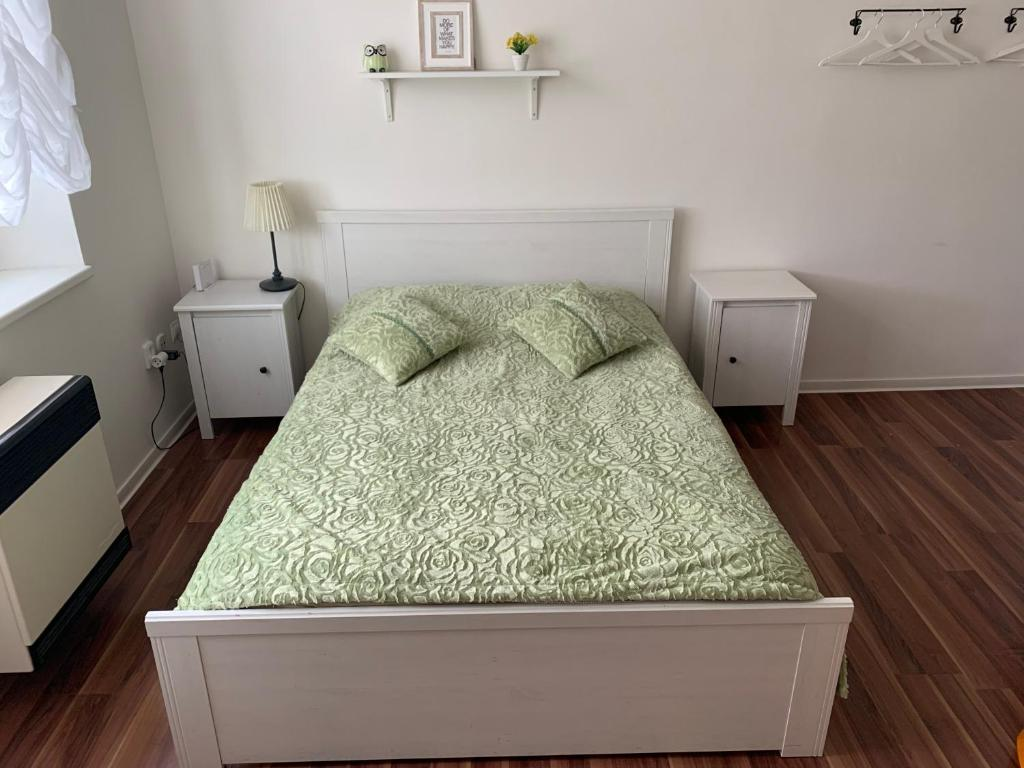A bed or beds in a room at Nice Studio 5min from metro