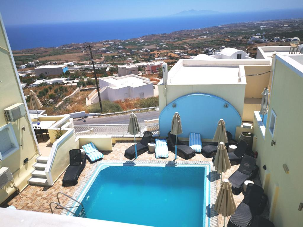 A view of the pool at Sky Of Thira or nearby