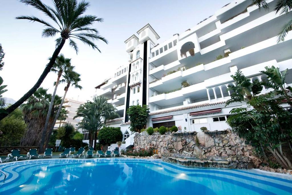 Het zwembad bij of vlak bij HOTEL EL SULTAN MARBELLA