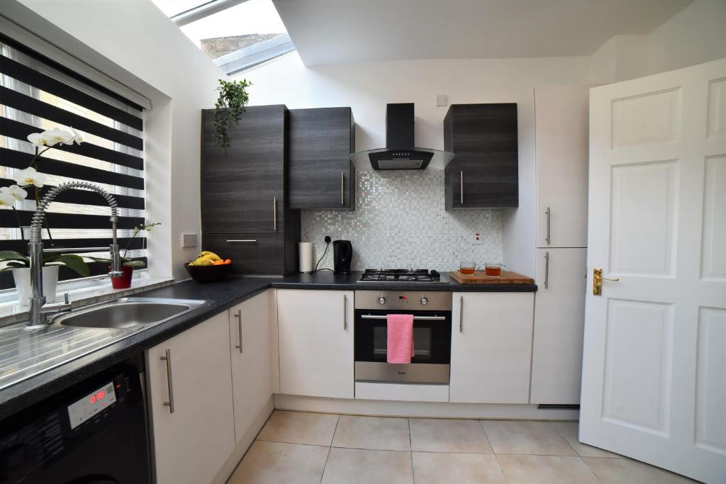 A kitchen or kitchenette at Barbara's accommodation