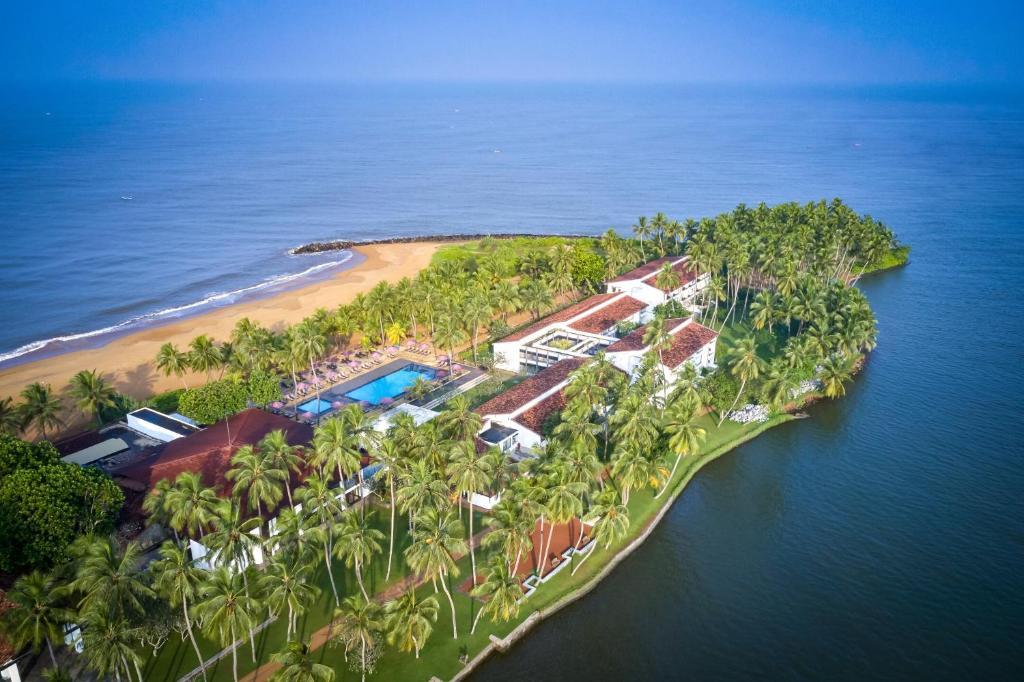 Pohľad z vtáčej perspektívy na ubytovanie Avani Kalutara Resort