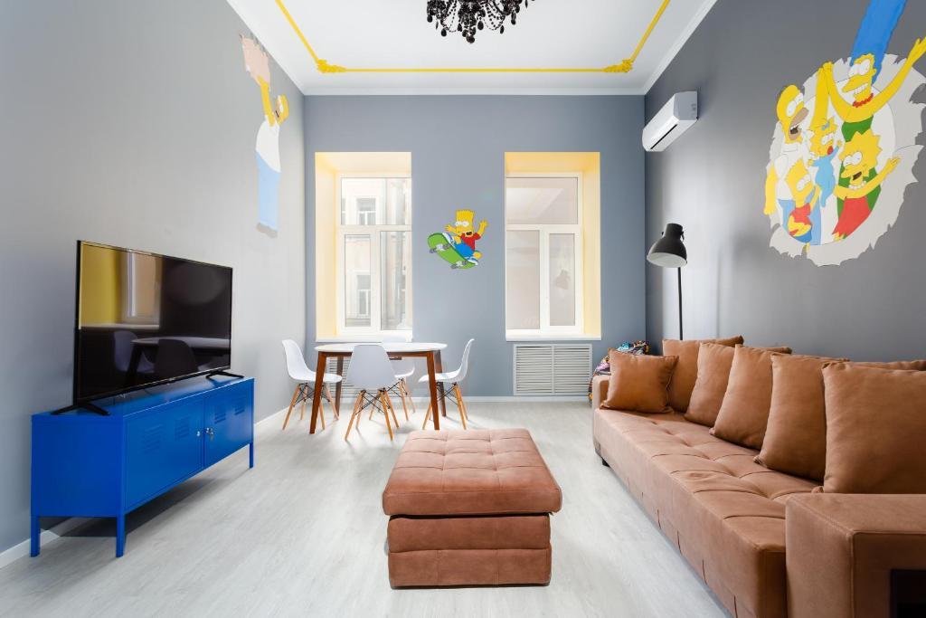 Гостиная зона в New bright colorful three-room apartment on Nevsky Prospect 105