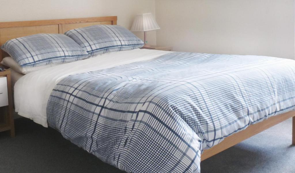 A bed or beds in a room at The Red Lion at Longwick