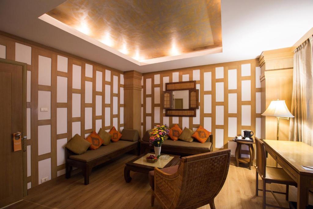 A seating area at The Tarntawan Hotel Surawong Bangkok