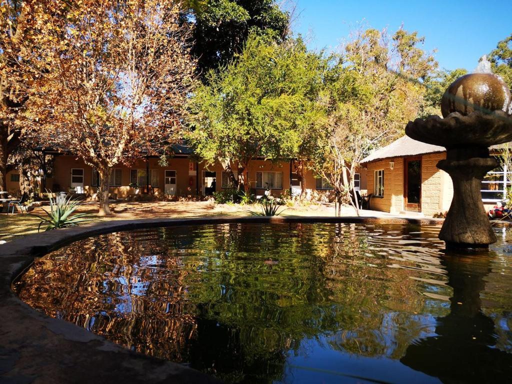 Swimming pool sa o malapit sa Youthworx Lodge and Venue Centre