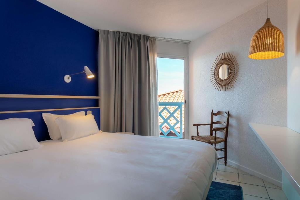 A bed or beds in a room at Hotel Paradou Mediterranee, BW Signature Collection by Best Western
