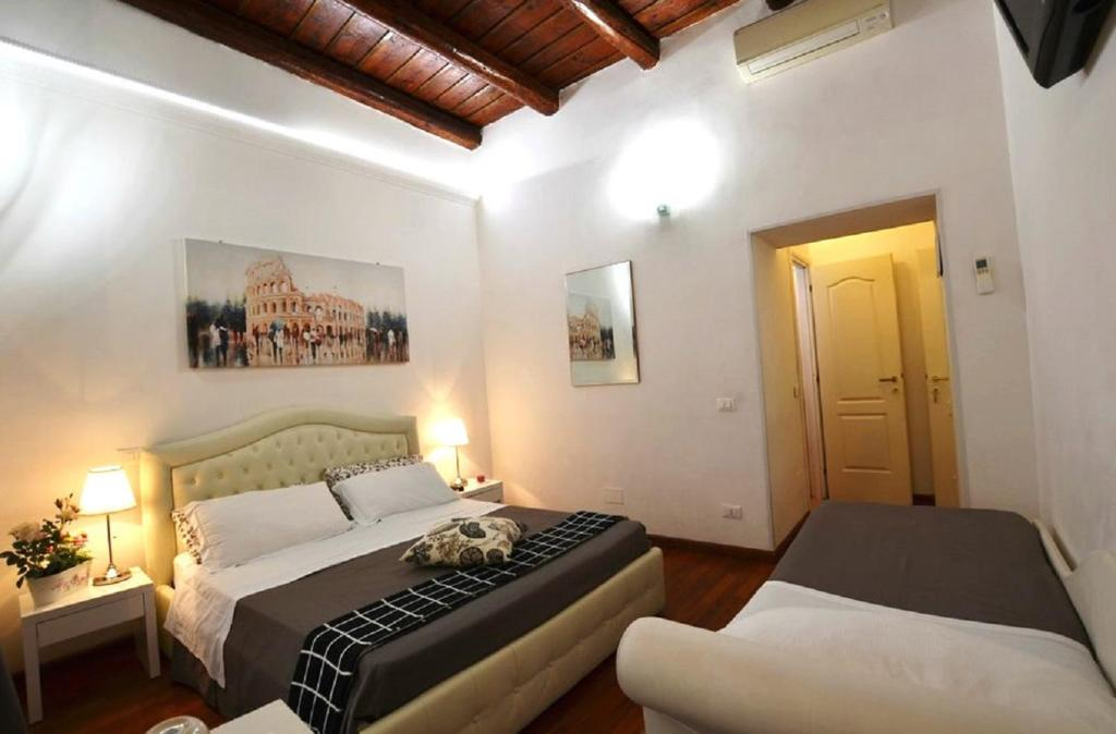 A bed or beds in a room at Notti A Roma