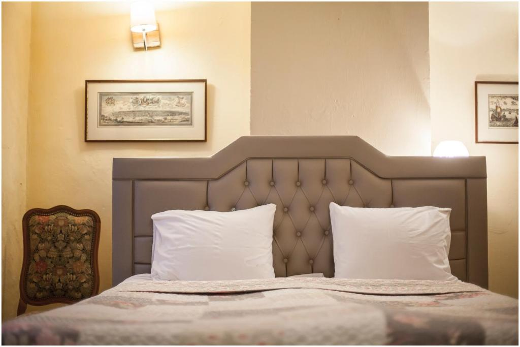 A bed or beds in a room at Holiday Homes Goddaard