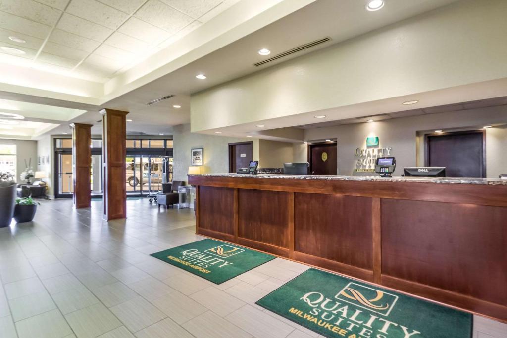 Quality Suites Milwaukee Airport