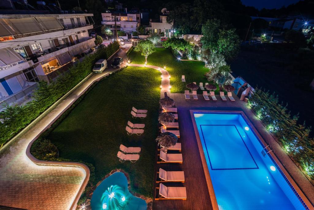 נוף של הבריכה ב-Maritina Apartments או בסביבה