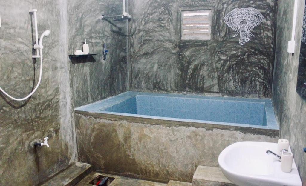 Salle de bains dans l'établissement Green Leaves Garden - Pinnawala