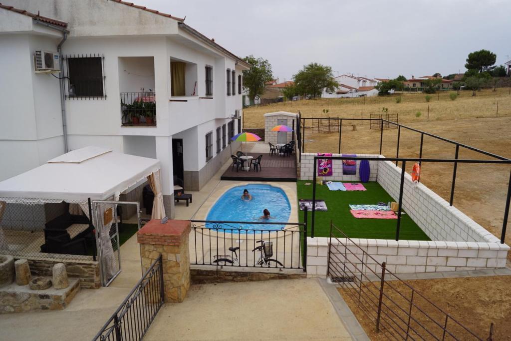 Vista de la piscina de Apartamentos Estrellas de Monfragüe o alrededores