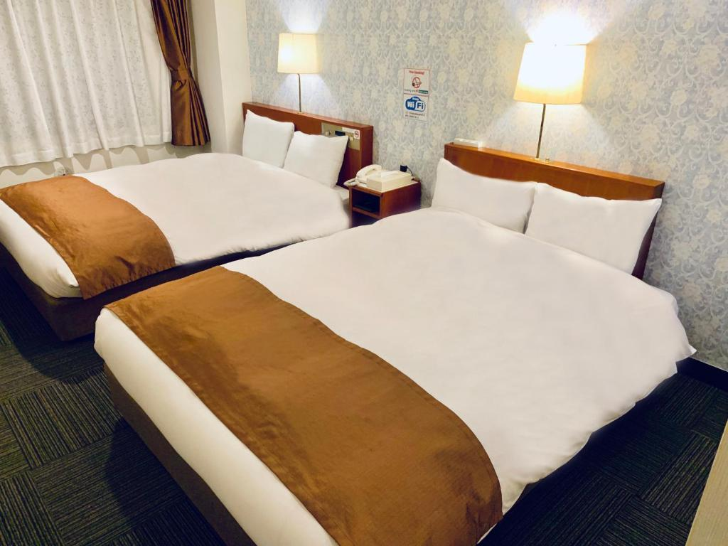 A bed or beds in a room at Tokyo Plaza Hotel