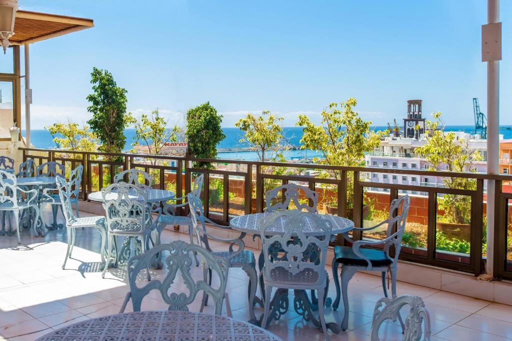 A balcony or terrace at Hotel Atlantico Tenerife