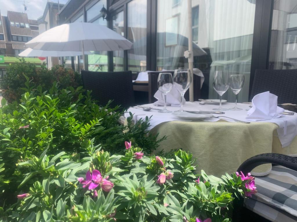 Ein Restaurant oder anderes Speiselokal in der Unterkunft Gästehaus Balthasar Neumann