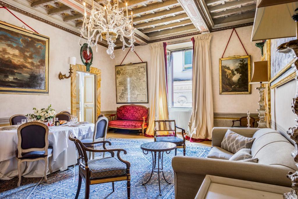 Area soggiorno di Navona Luxury and Historical Apartment
